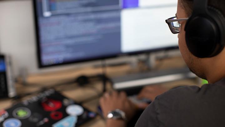 developer-working-on-computer